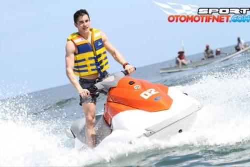 2015_02_02_08_53_31_water-sport-marc-marquez-di-bali-3