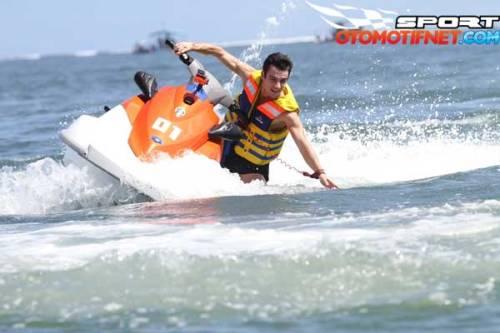 2015_02_02_08_53_31_water-sport-marc-marquez-di-bali-4